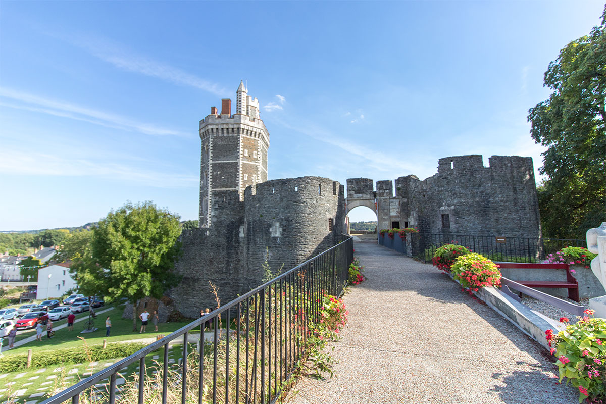 Château médiéval Oudon Bord de la Loire