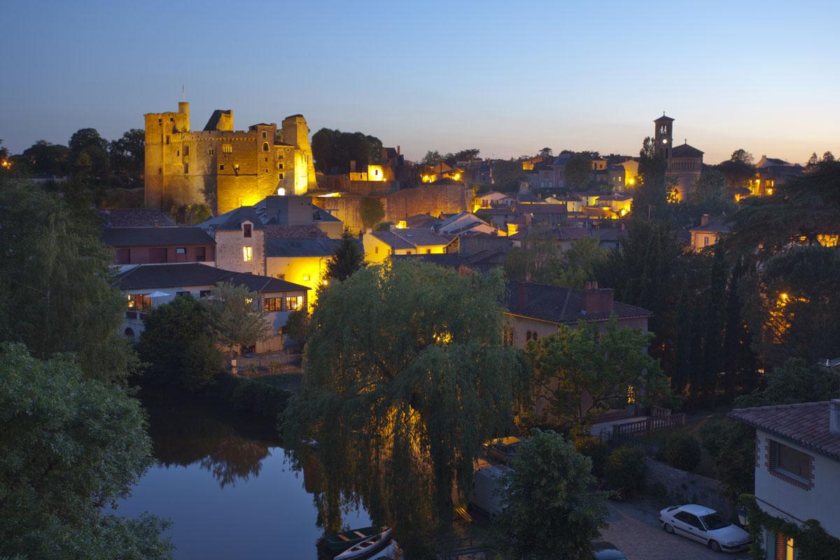 Château de Clisson de nuit