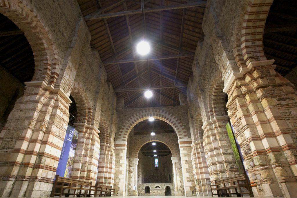 Interieur abbatiale st philbert grand lieu