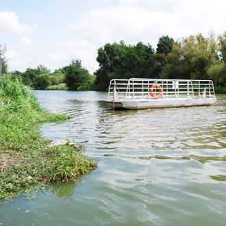 Le bateau à chaîne à Pont-Saint-Martin