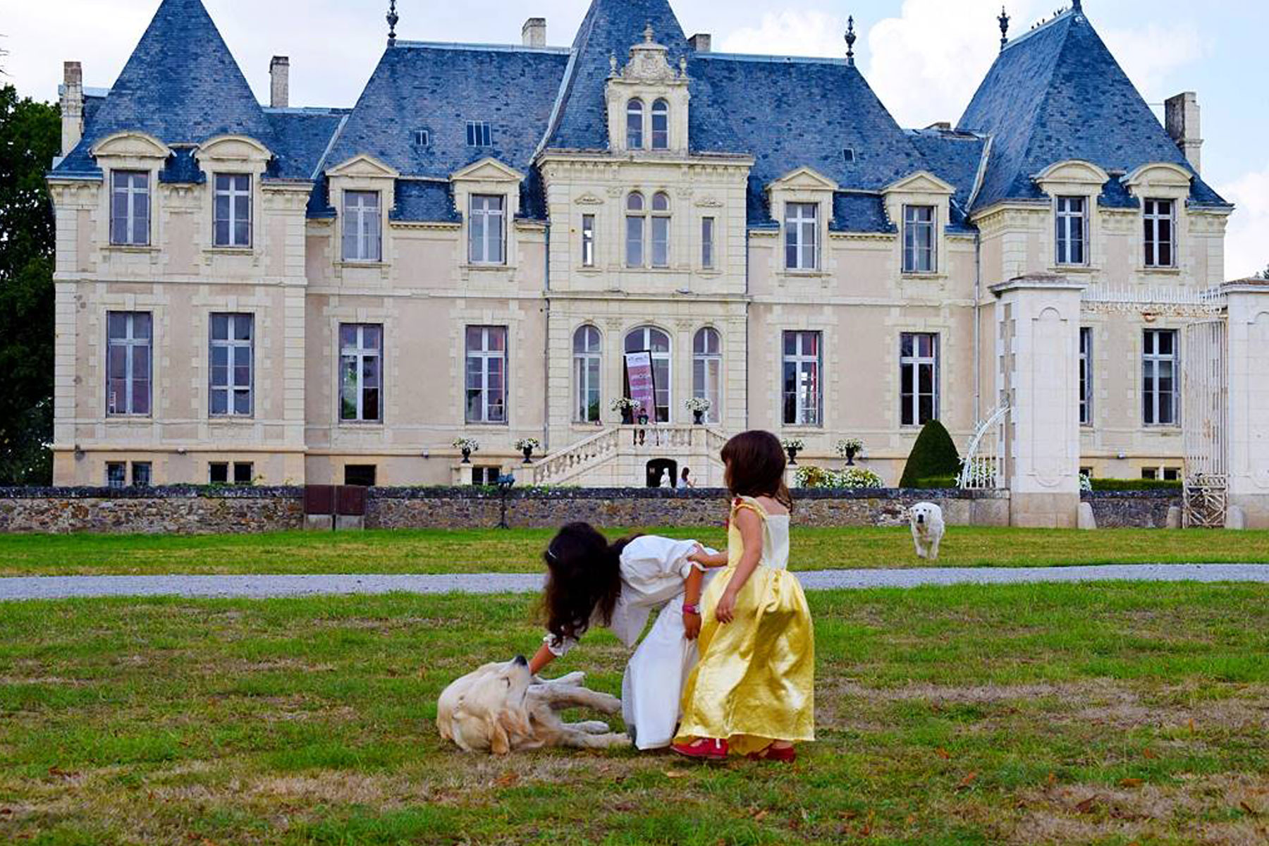 Jouer dans le jardin en famille en Château de Vair