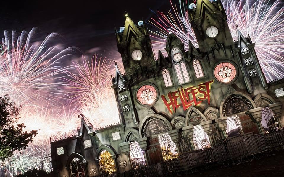 Le Hellfest Est Un Festival De Hard Mtal Qui A Lieu En Juin Depuis 2001 Il Accueille Chaque Anne 150 000 Visiteurs Passionns Musique Extrme