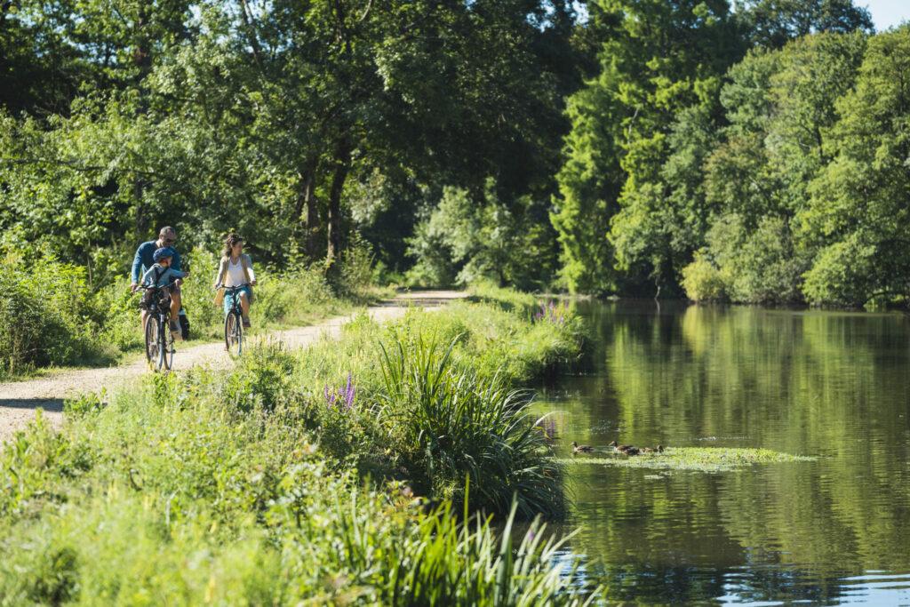 Balade à vélo à Guenrouët le long du Canal de Nantes à Brest @ J. Jéhanin
